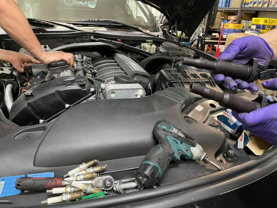 【華成汽車】寶馬/BMW E85 Z4/引擎轉速不穩#引擎不順問題#點火線圈老化#沒心火星塞#引擎抖動#小66套餐#OiCar台北市南港區推薦汽車保修線上預約保障廠