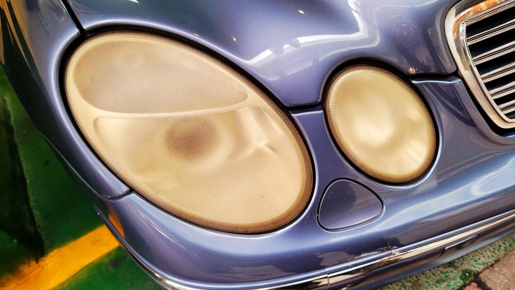 【冠傑汽車】賓士/BENZ E200/大燈泛黃問題#夜間照明不佳#大燈不夠亮#大燈拋光#大燈維修#大燈修復#OiCar新北市三重區推薦汽車保養維修線上預約保障服務