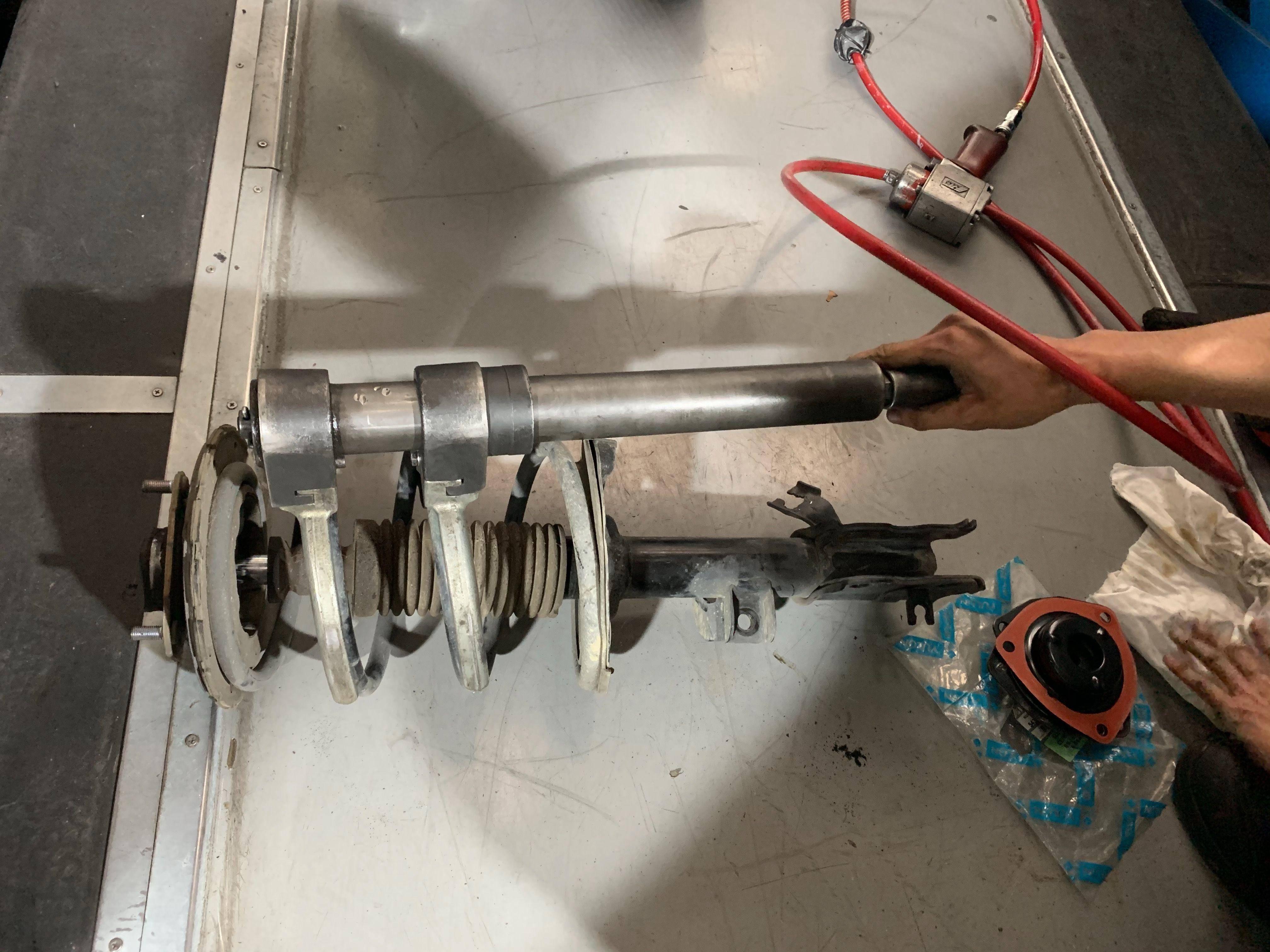 【振傑汽車】無限/INFINITI FX35 底盤異音#避震器上座#避震器維修#避震器漏油#防塵套