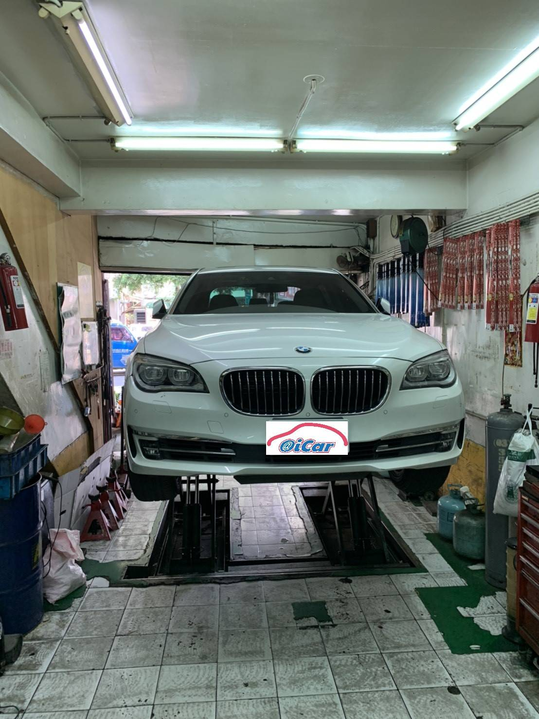 【車都汽車】寶馬/BMW 750/底盤異音原因#底盤摳摳聲#三腳架橡皮破損#BMW原廠技師#鐵套跟換方式#原廠維修價格#台北市士林區BMW推薦維修保養修車廠
