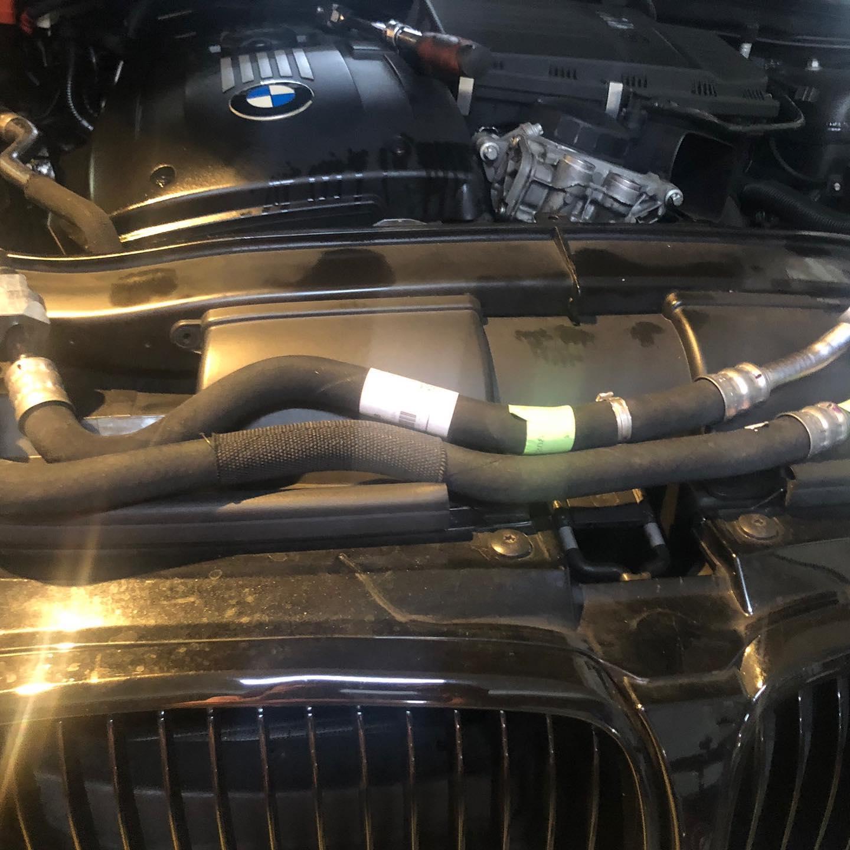 【勇嘉汽車】寶馬/BMW 320Ci/儀表機油故障燈號#機油滲漏#引擎溫度異常#道路救援#機油管路#機油更換時間#OiCar新北市三峽區推薦汽車保養維修線上預約保障服務