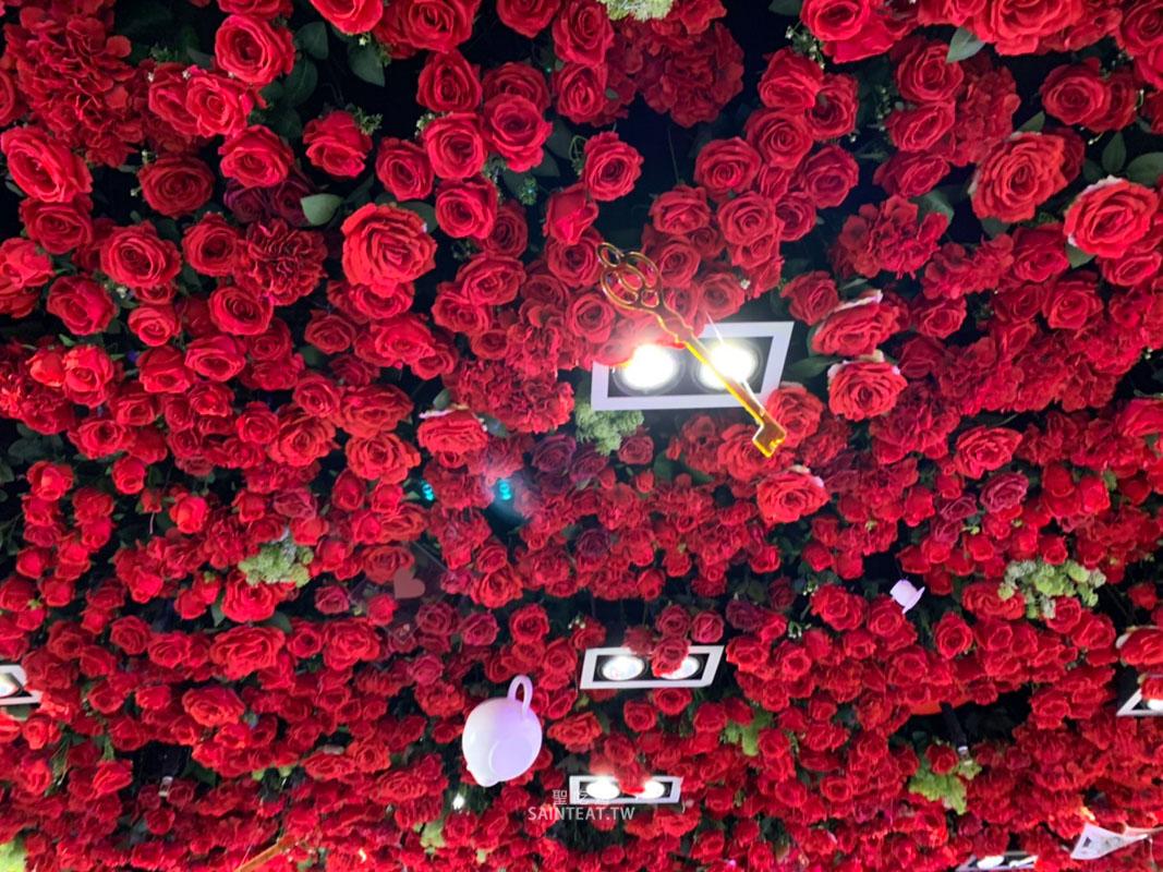 婚宴會館-88樂章愛麗絲物語天花板