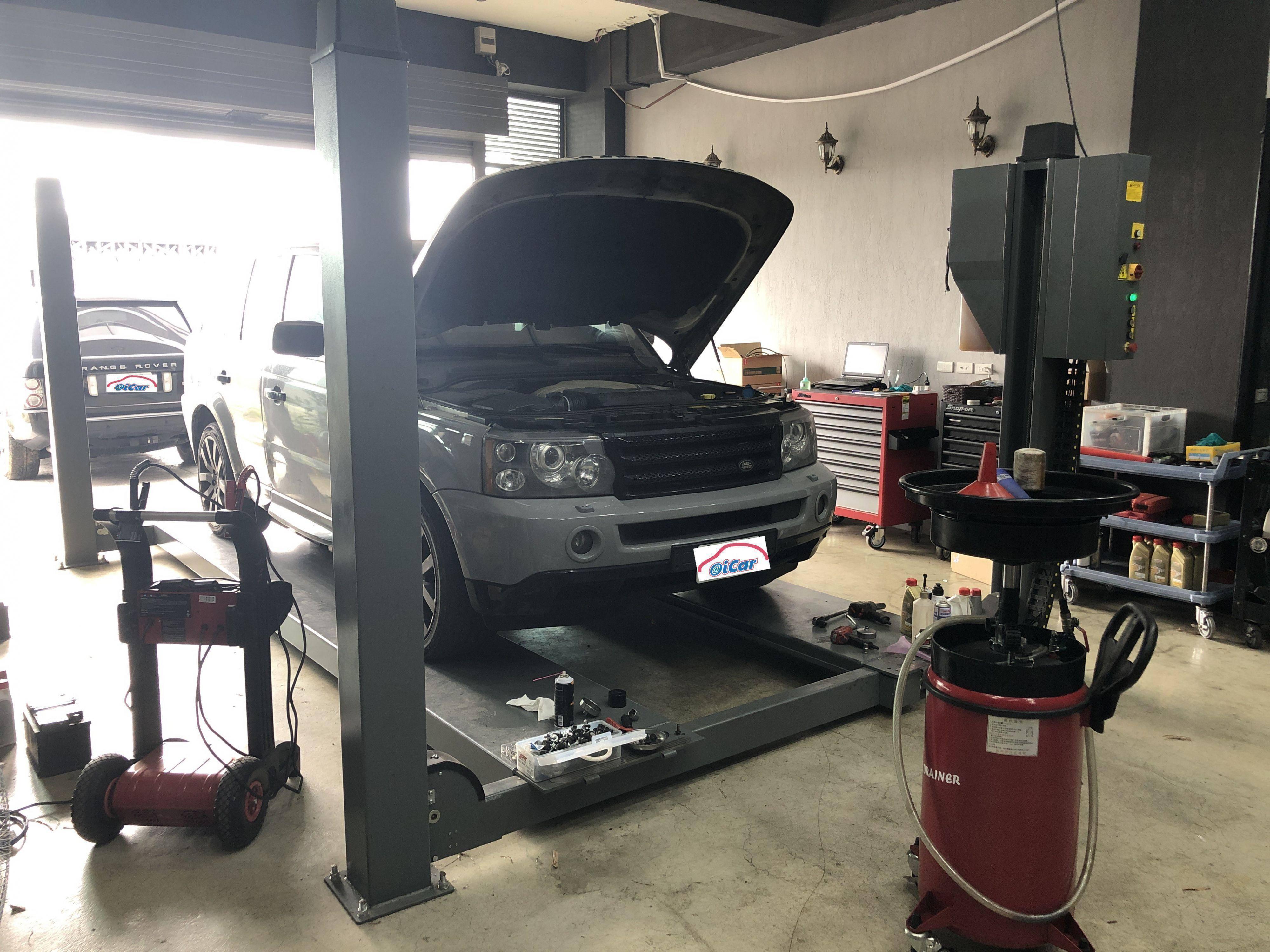 中間施工區為全載升降設備,4/3的空間都為客戶休息區與待安裝零件擺放區。