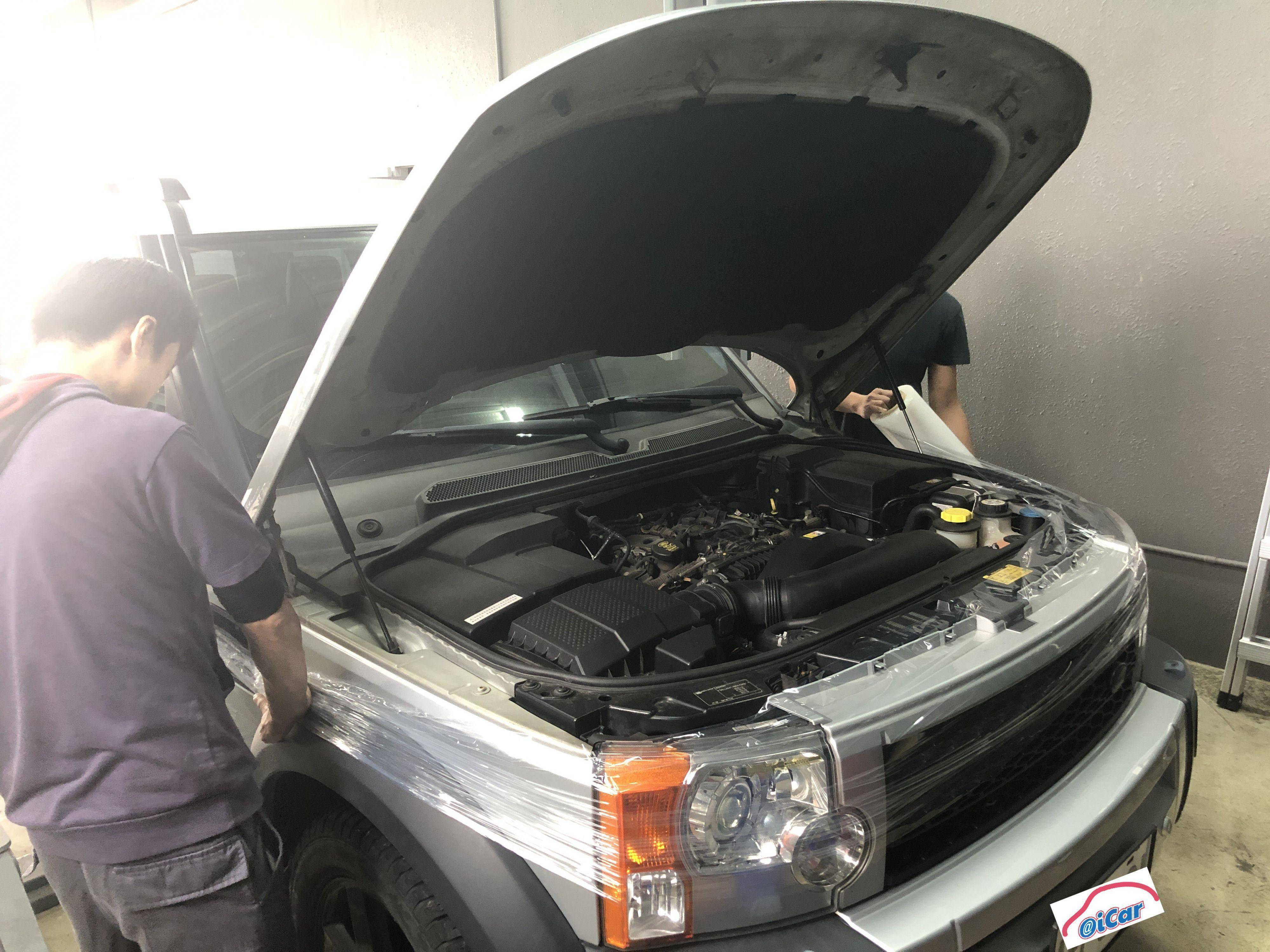進廠後,會在車輛施工區域鈑件上貼上防刮磨,避免施工時所造成的划傷。