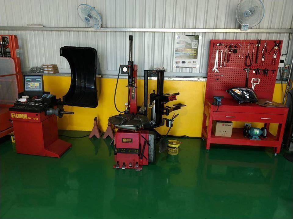 仲恆車業備有各廠新胎與輪胎更換、動態平衡設備,提供車輛保修外全方位的服務。