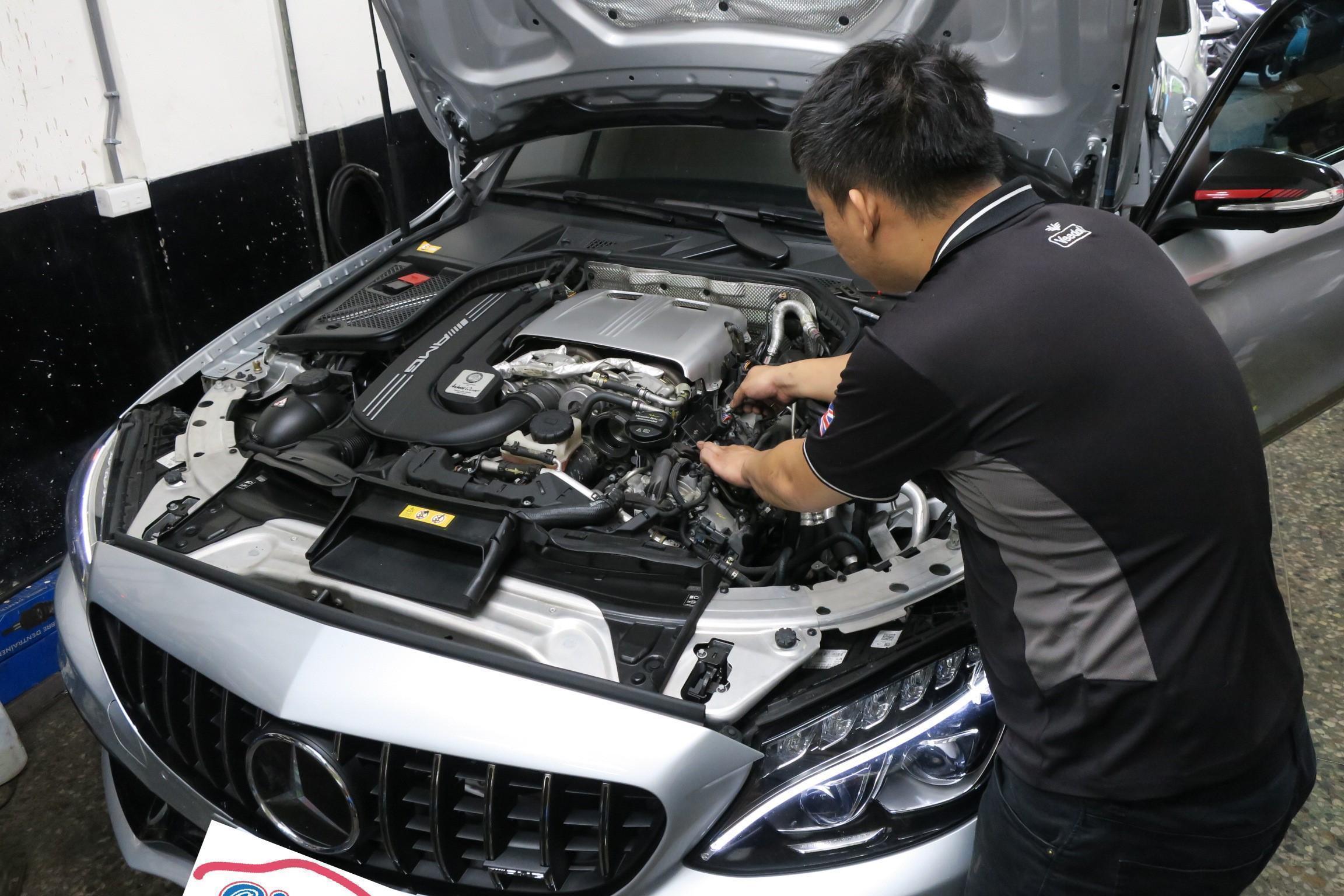 台北華成汽車BENZ C63s 引擎考耳更換情況