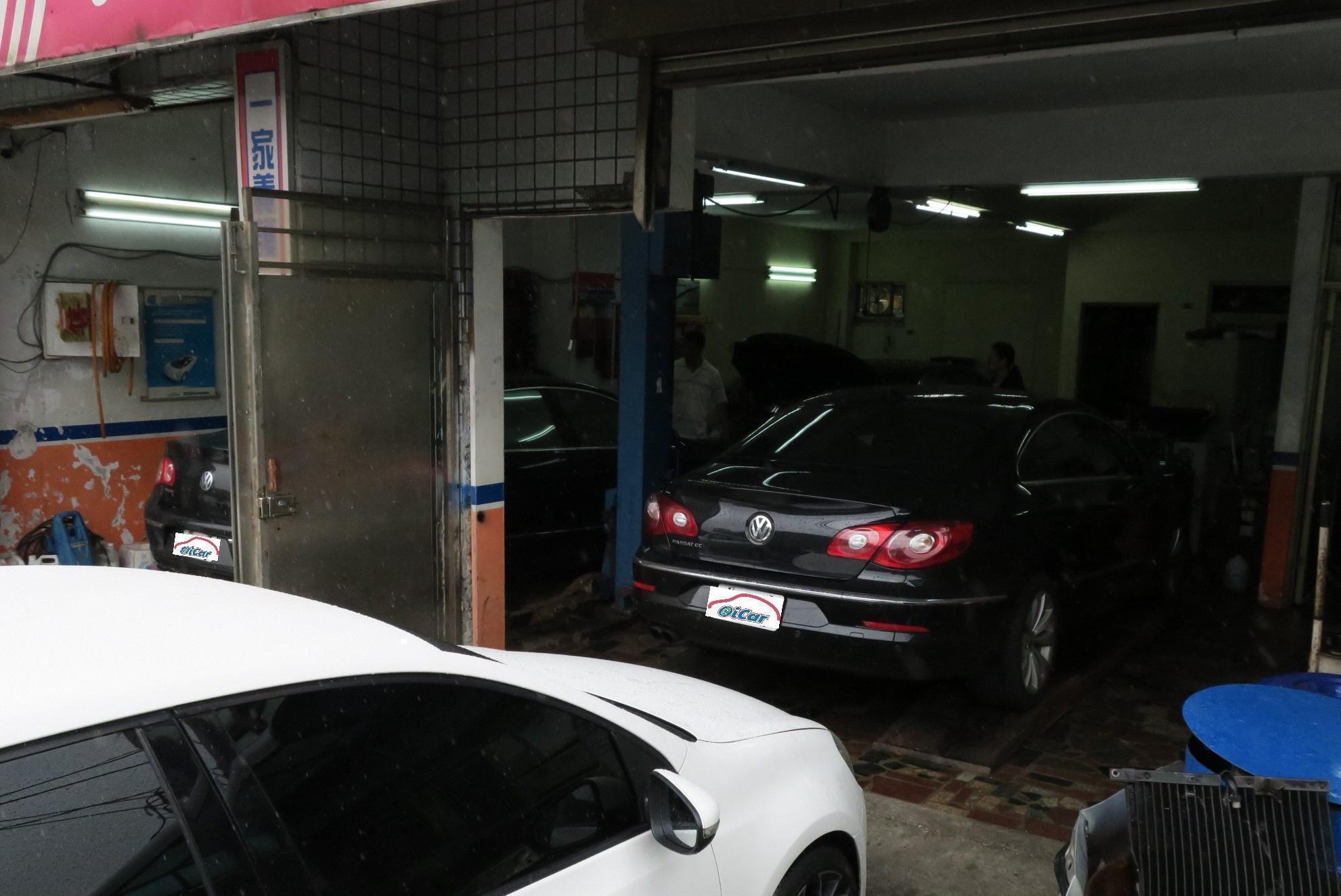 豪德汽車廠房內部可停放三輛保修車輛外部四台,廠地使用上可算相當充裕。