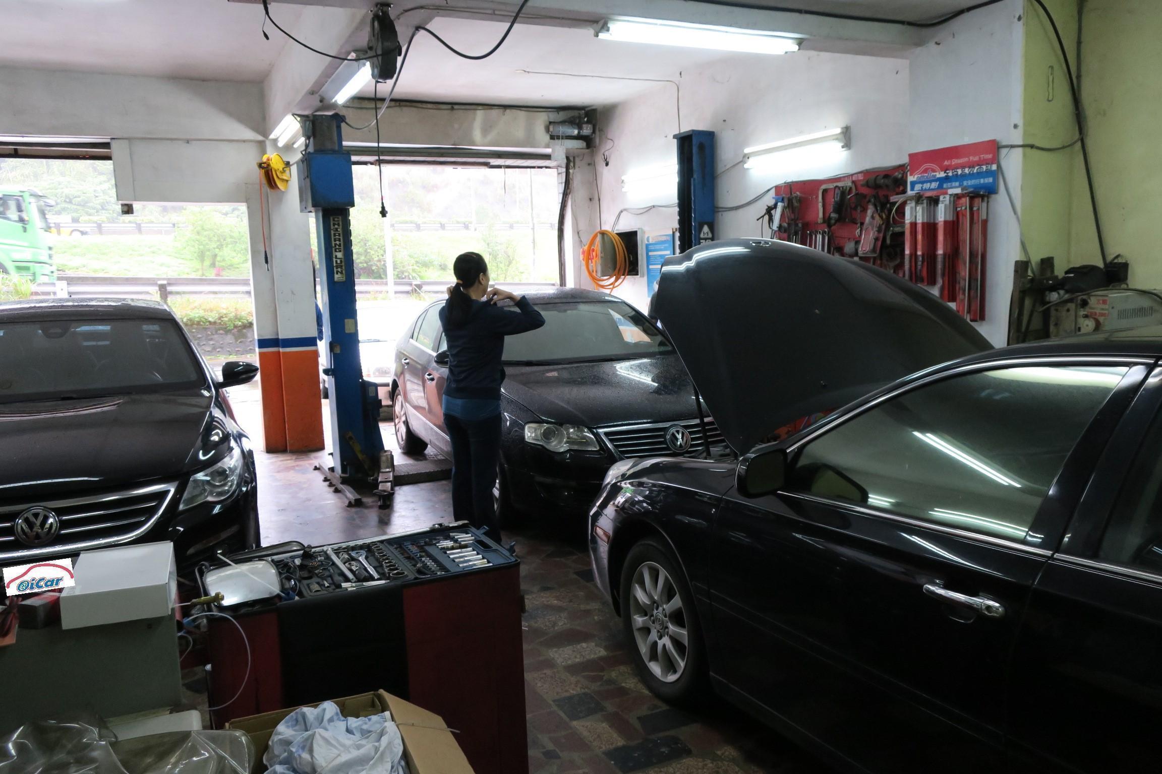 豪德汽車內部明亮,地面保持相當的乾淨。