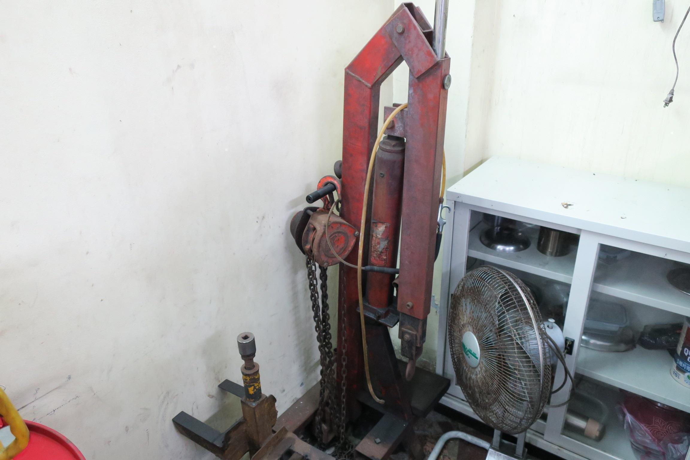 內行看門道外行看熱鬧!引擎維修吊掛工具,技術不夠是看布道的。