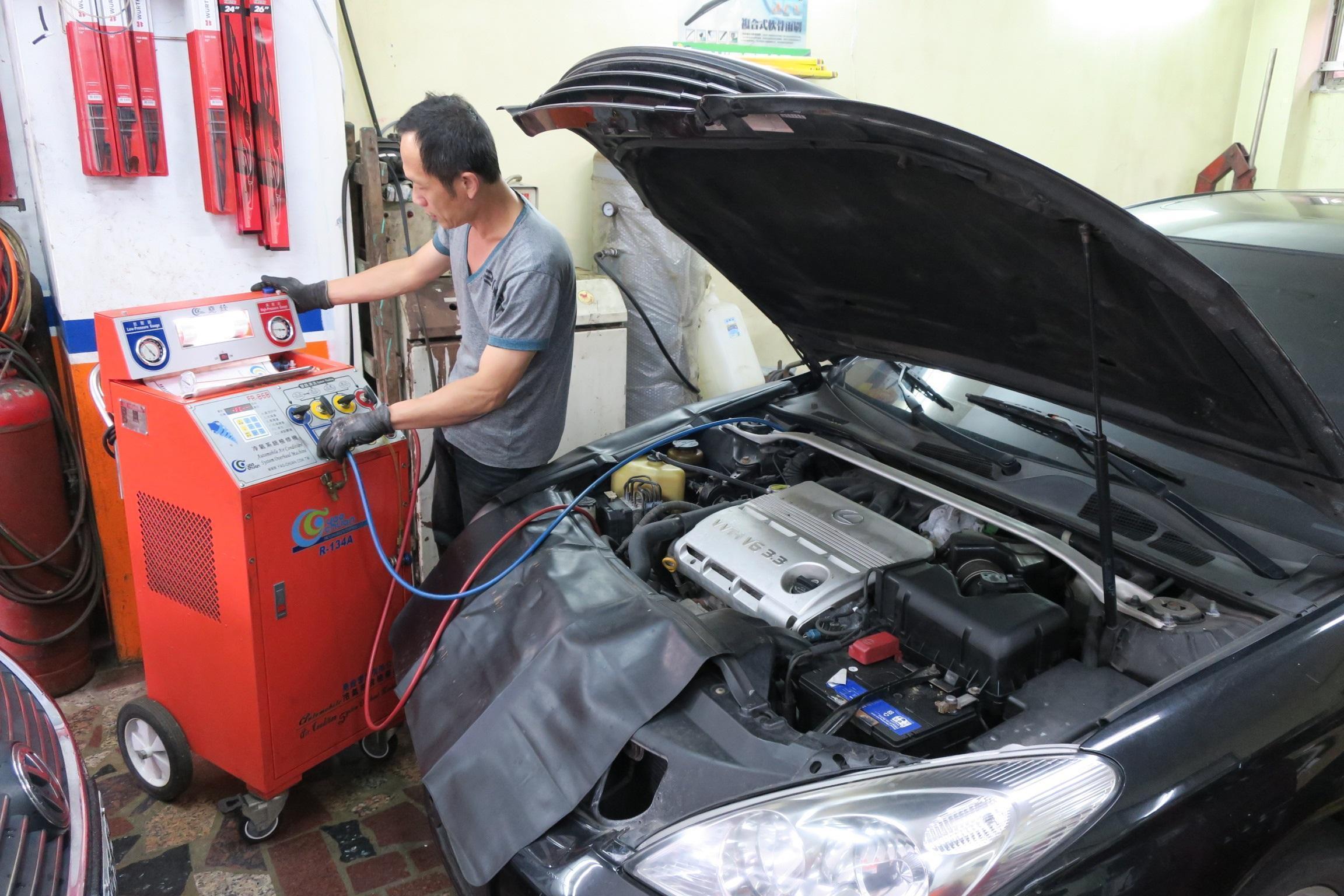 冷氣系統檢修清洗施工情況。