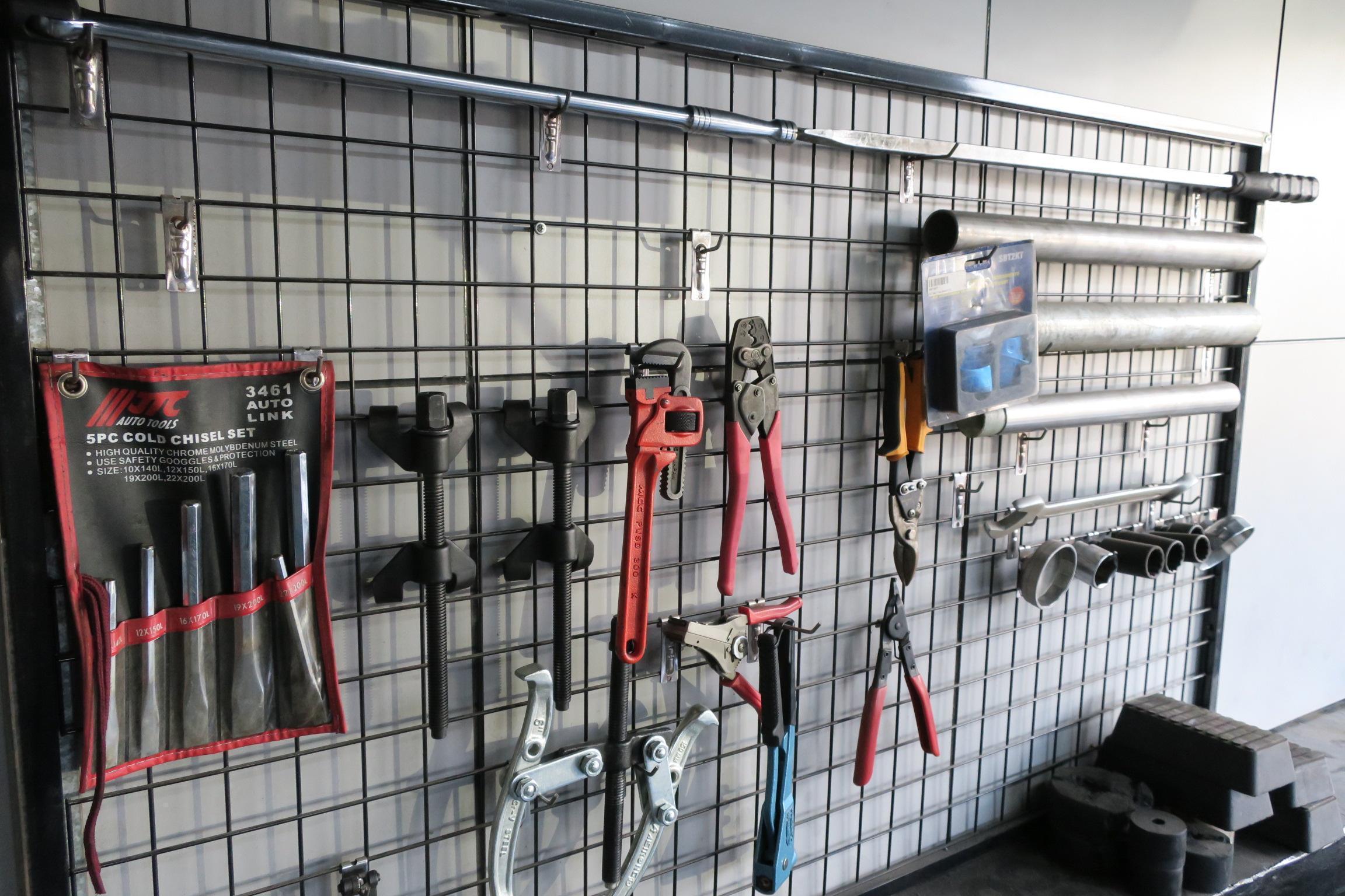 邁仕特廠內工具擺放的十分整齊。