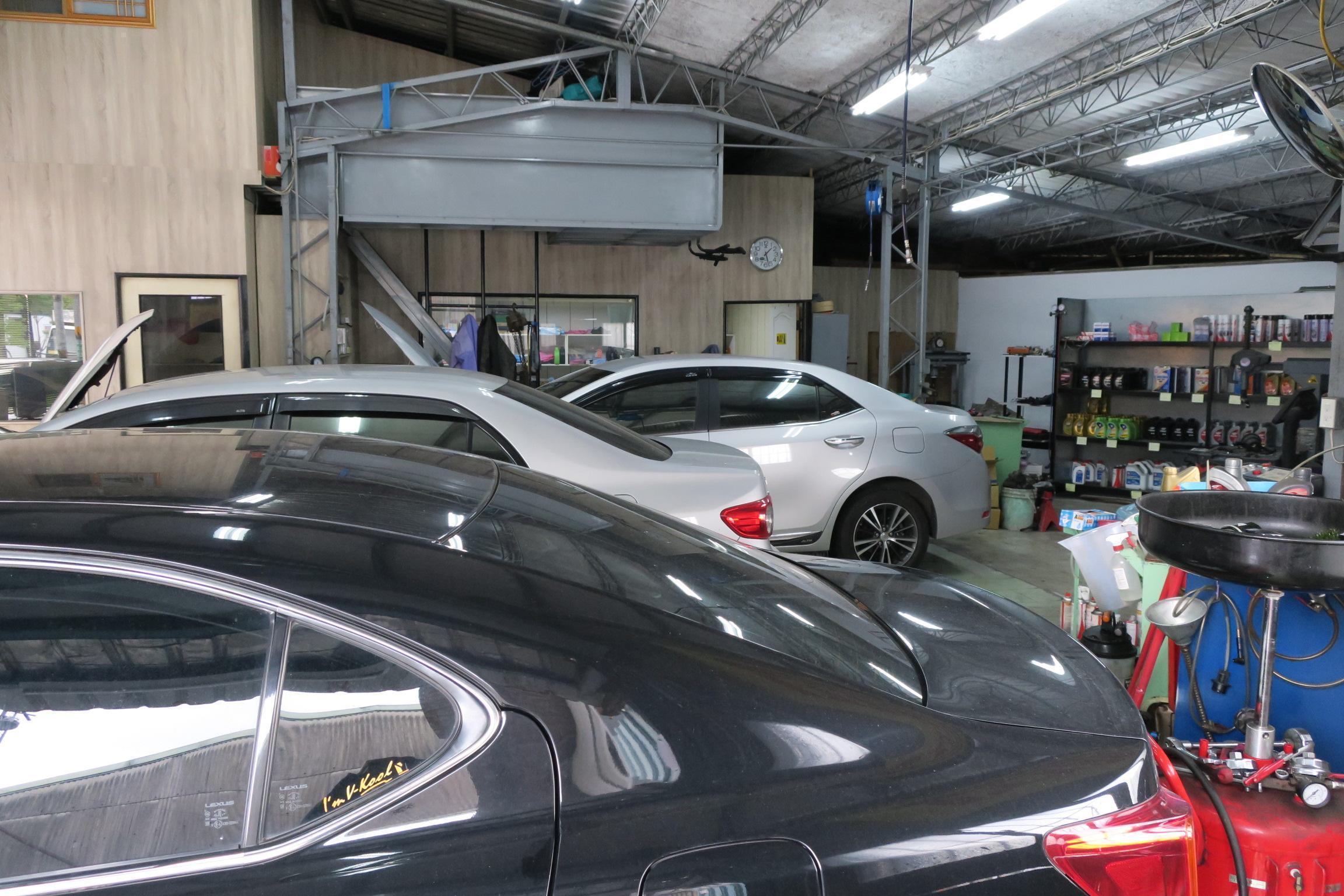 樺業汽車內部明亮環境也十分的乾淨。