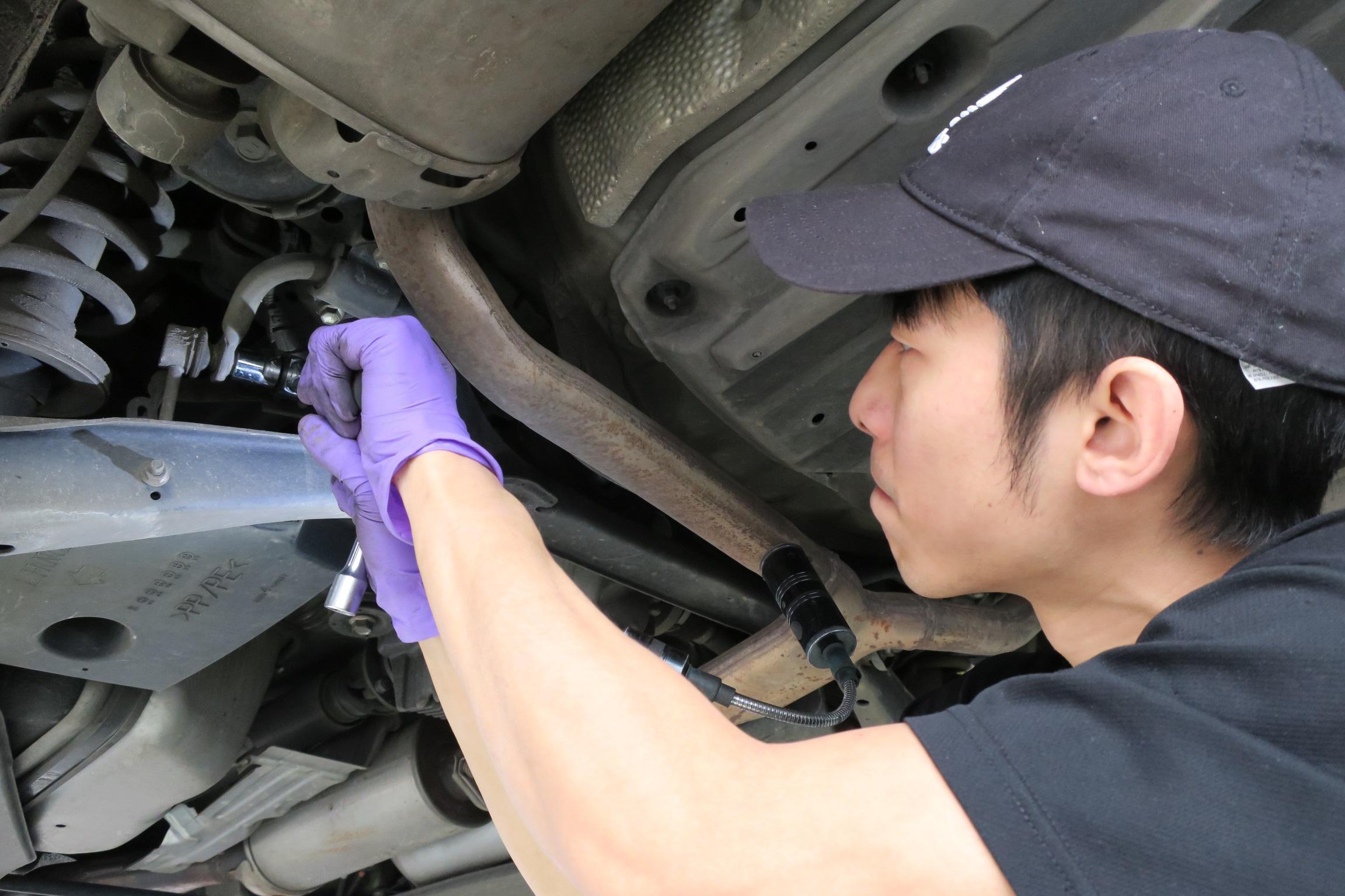 LEXUS GS底盤異音維修施工情況。