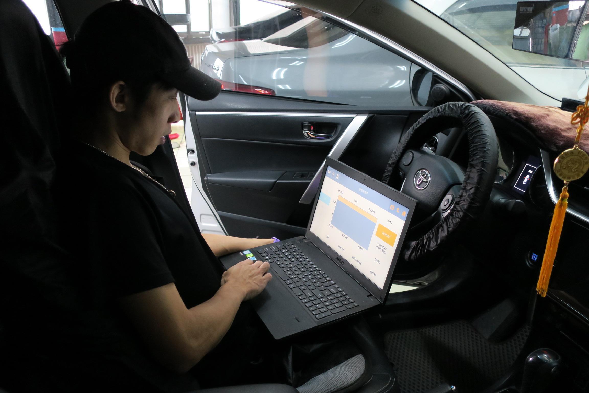 出廠前會再進行電腦故障碼掃描,二次確認無誤後才會進行交車。