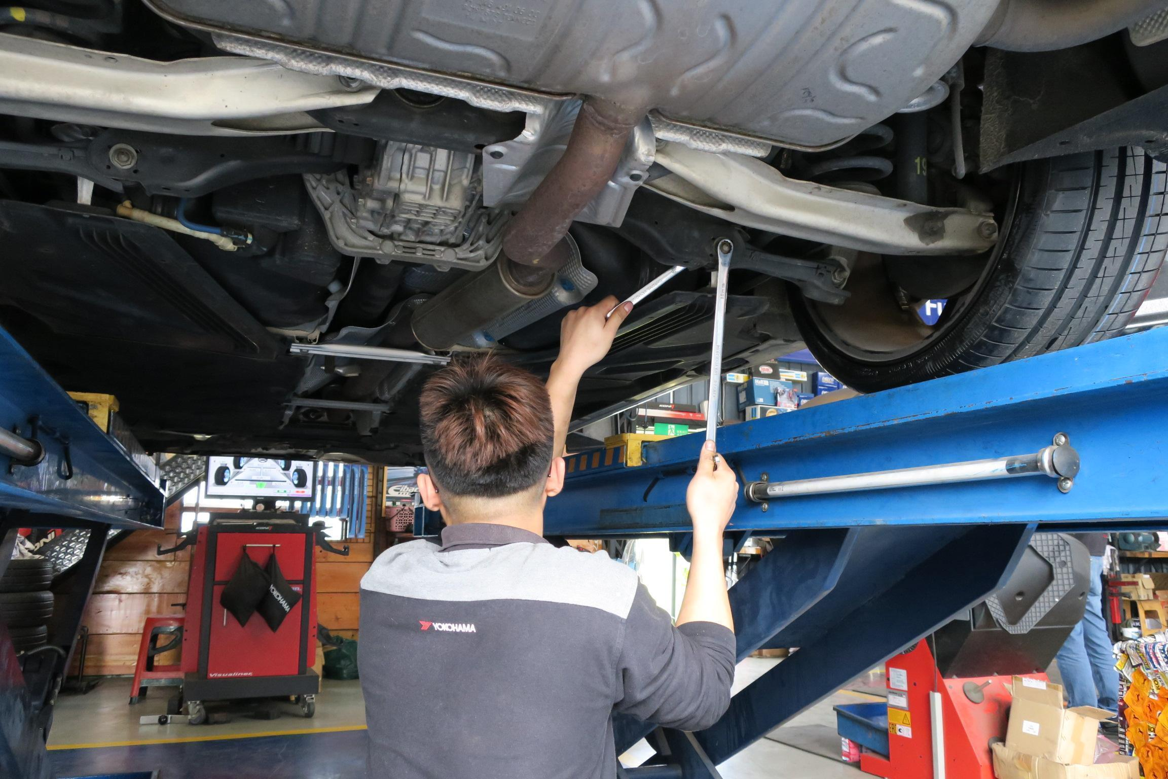 進發柏仕車業定位調教施工情況。
