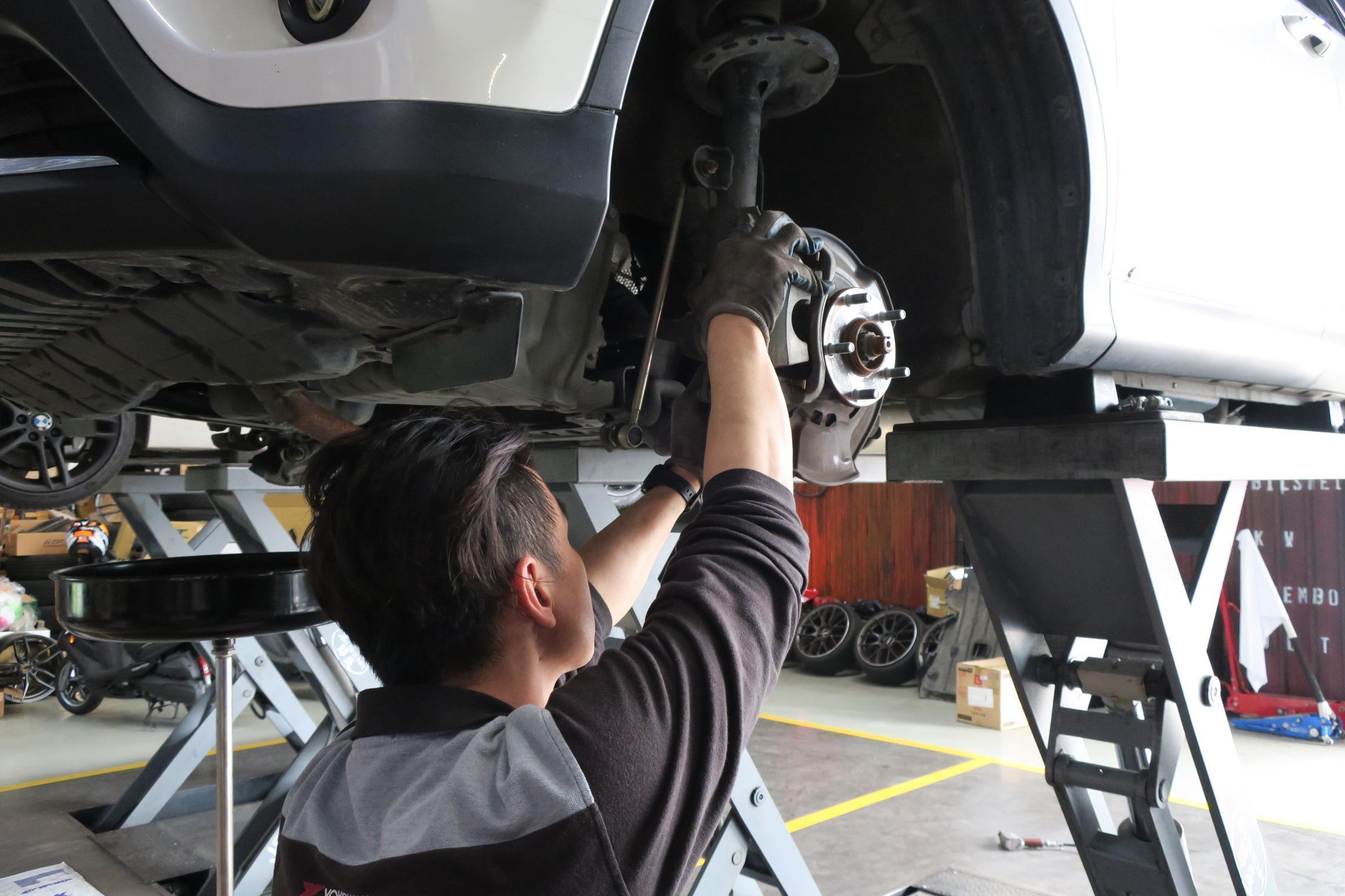 TOYOTA RAV4煞車系統維修施工情況。