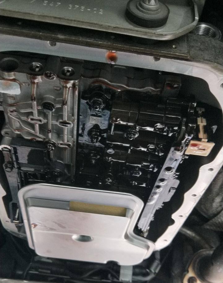 台北華成汽車BENZ E系列變速箱閥體故障維修施工,引擎與變速箱故障華成汽車都能提供專業技術支援